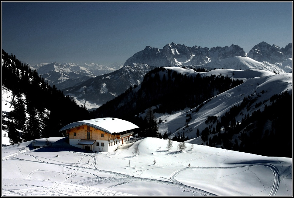 Berglandschaft mit Hütte