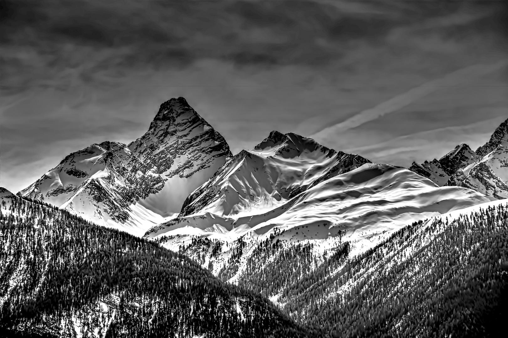 Bergpanorama in HDR und schwarz/weiss