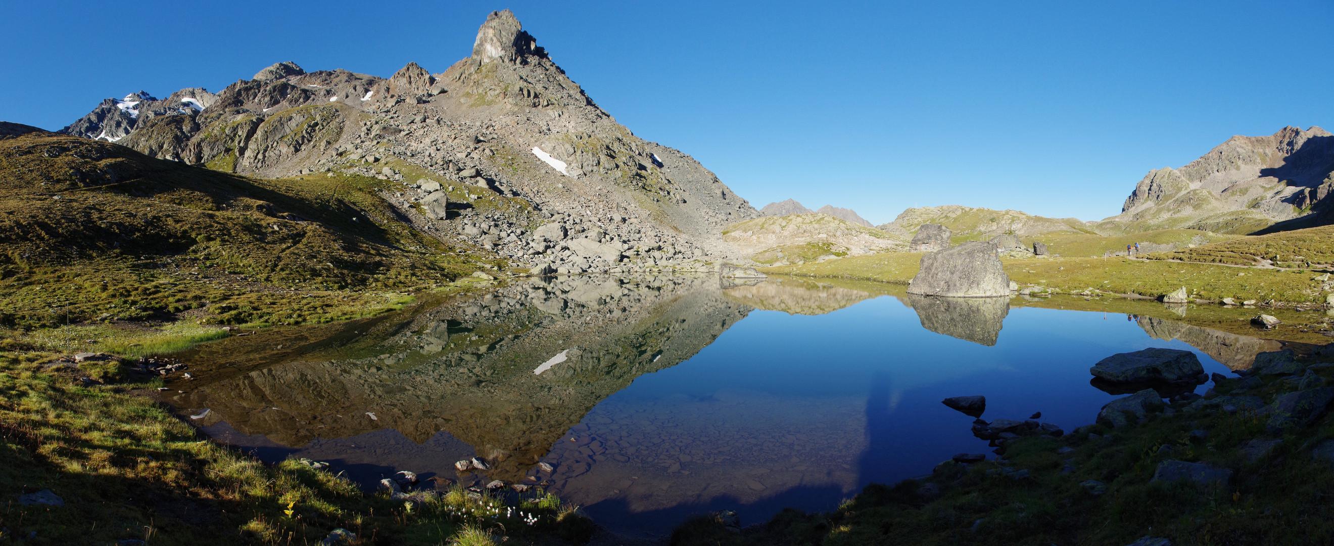 Bergsee neben der Grialetsch-Hütte