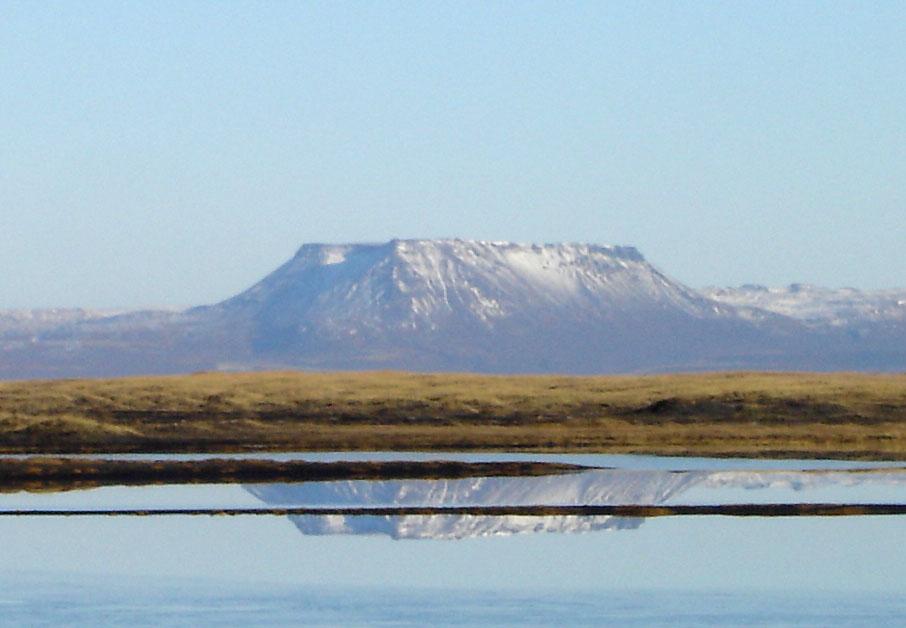 Bergspiegelung in der Nähe von Asbyrgi