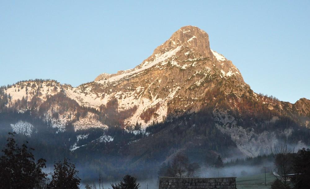 Bergspitze im Sonnenschein