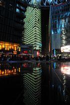 Berlin 01 - Das Sony Center mit Bahn Tower