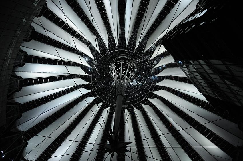 Berlin 02 - Die Kuppel des Sony Center
