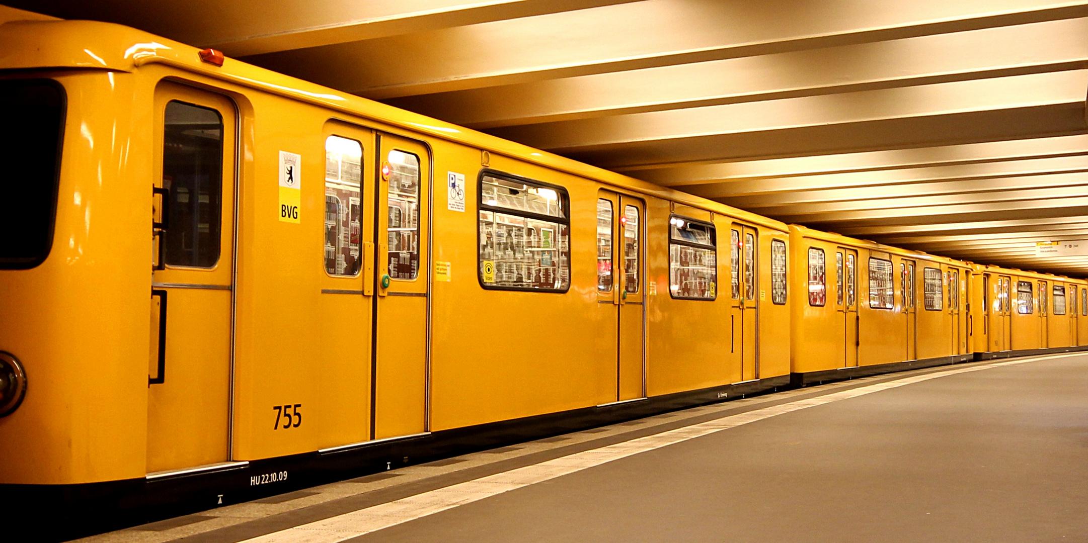 Berlin #5 - U-Bahnhof Alexanderplatz #1