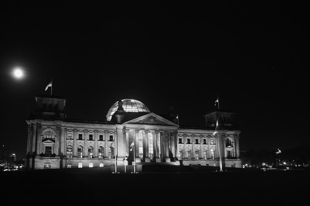 Berlin bei Nacht - Bundestag II SW