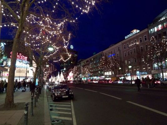 Berlin bei Nacht in voller Beleuchtung