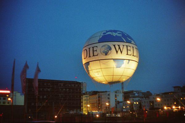 Berlin gruesst mit der Welt
