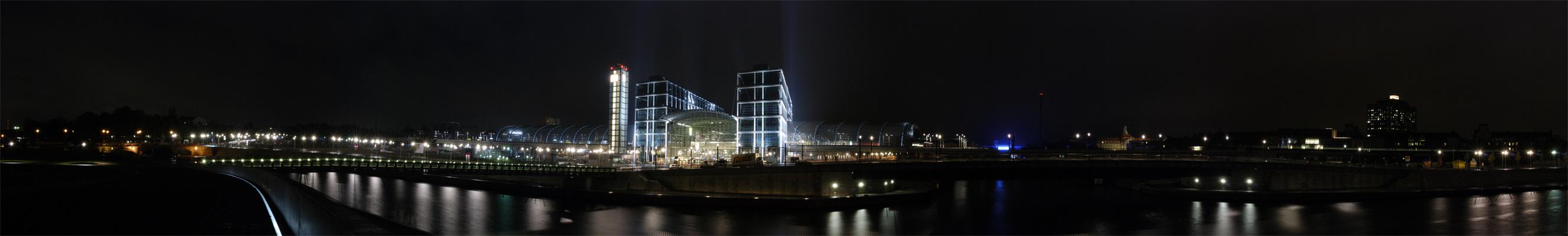 Berlin - Hauptbahnhof im November