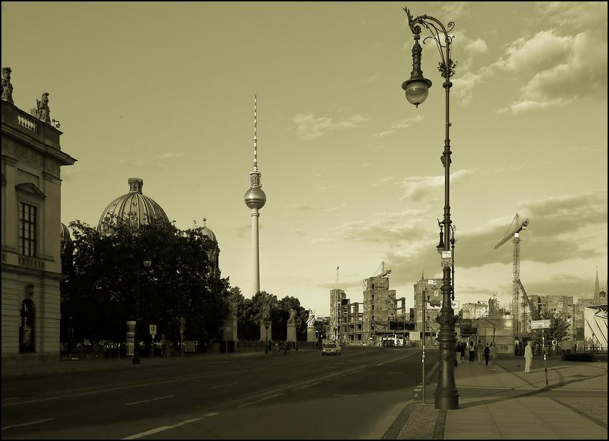 Berlin im Wandel der Zeiten _ monochrom