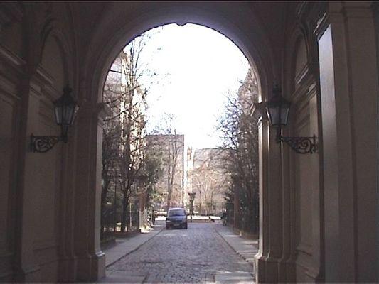 Berlin-Kreuzberg, Hofeinfahrt Riehmers Hofgarten