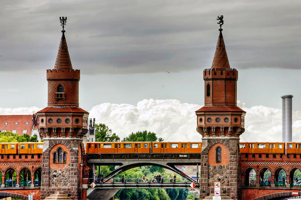 Berlin - Oberbaumbrücke zwischen Friedrichshain und Kreuzberg
