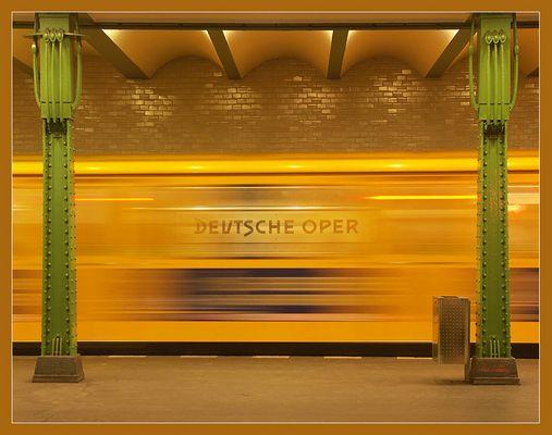 """Berlin - U-Bahnhof """"Deutsche Oper"""""""