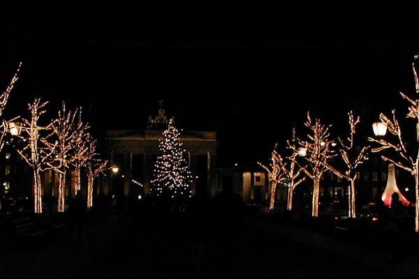 Berlin: Unter den Linden am Brandenburger Tor