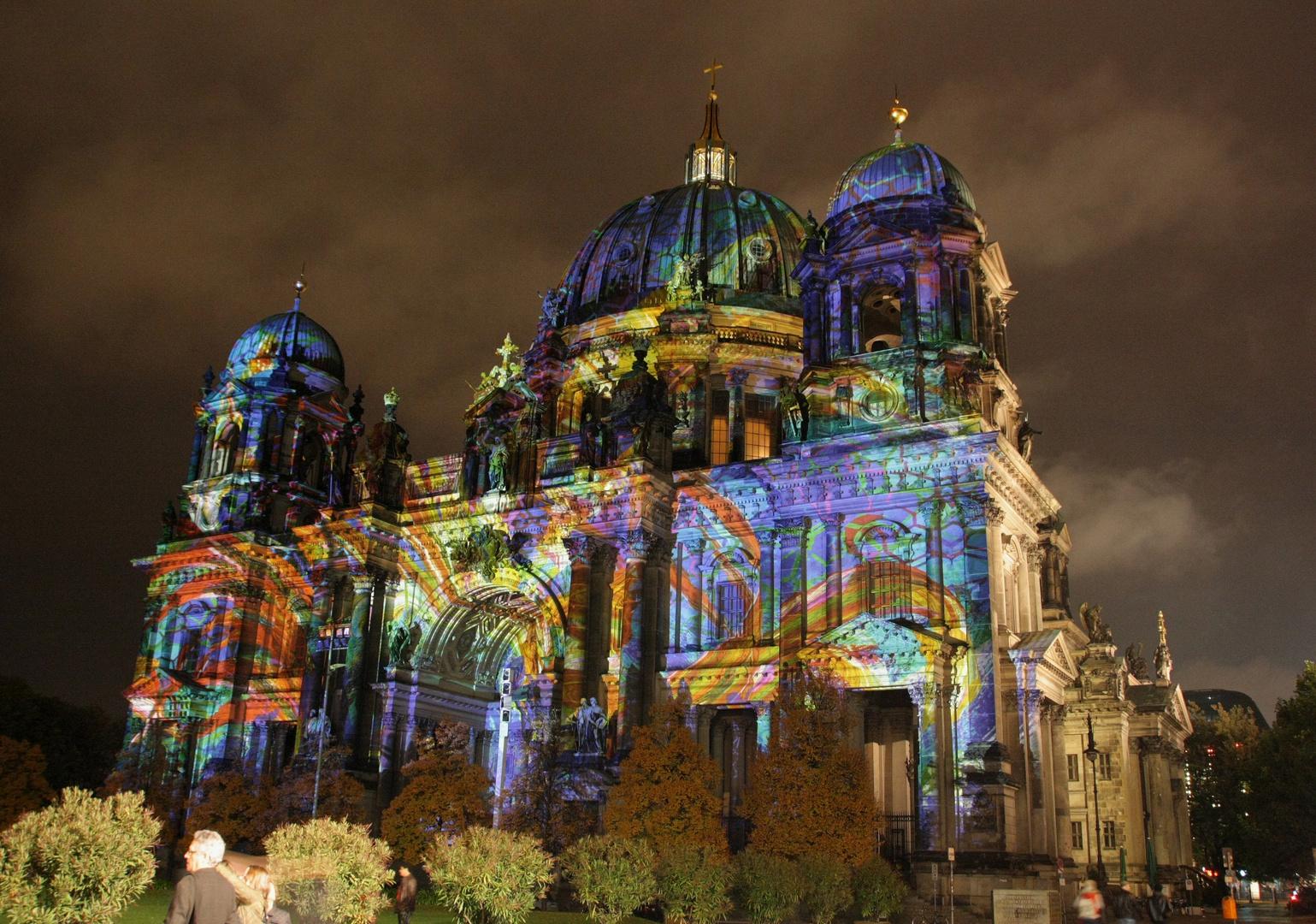 Berliner Dom im Festivallicht