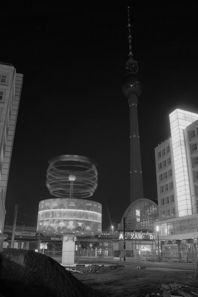 Berliner Fernsehturm mit Weltzeituhr