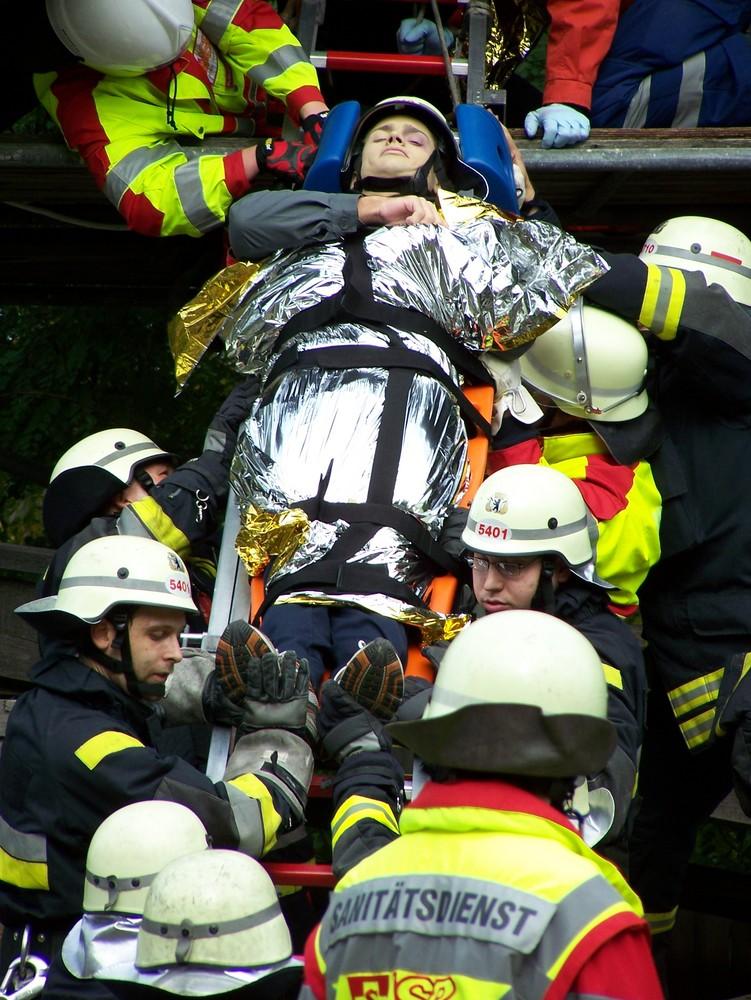 Berliner Feuerwehr: Viele helfende Hände