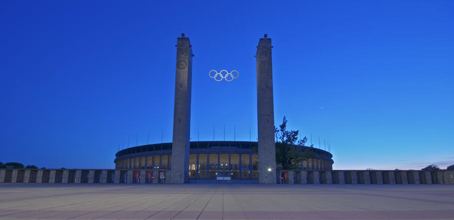 Berliner Olympiastadion bei Nacht