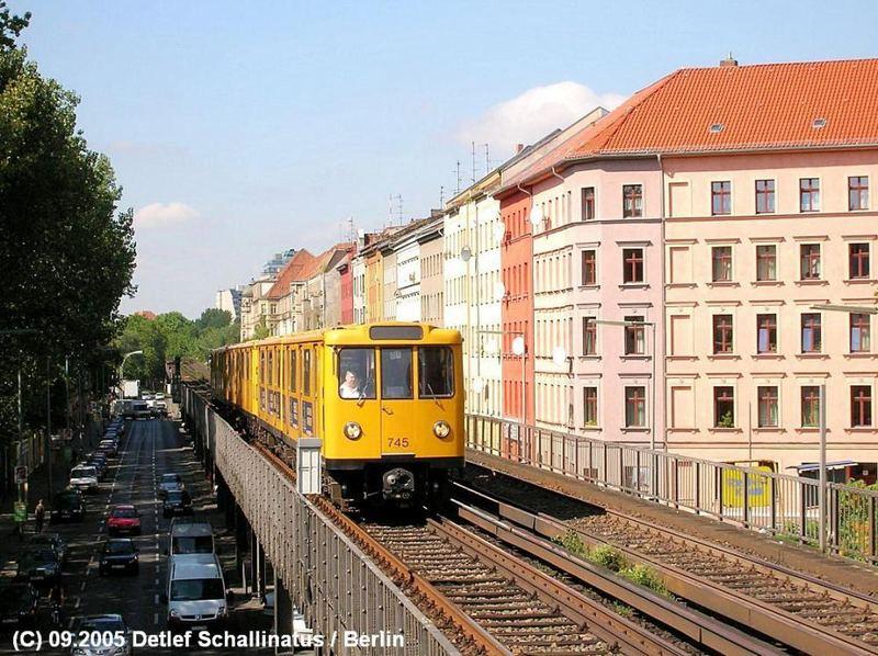 Berliner U-Bahn Baureihe A3.Blick vom U-BHF Prinzenstr