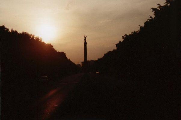 Berliner Wahrzeichen in der Abenddämmerung