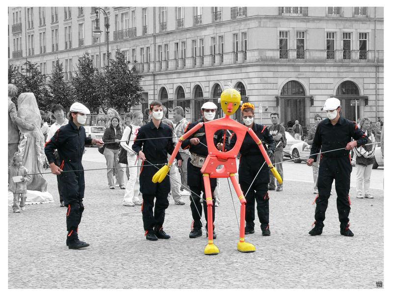 Berlin_Pariser-Platz_Streetshow_a2005