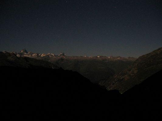 Berner Alpen vom Nufenenpass bei Nacht