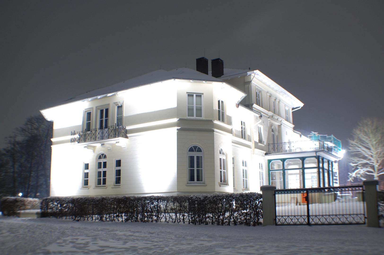 Berner Schloss Hamburg bei Nacht