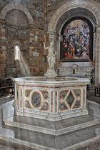 Berühmtes Taufbecken von Volterra