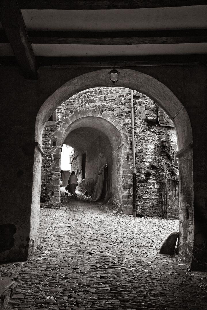 Beschwerlicher Burgeintritt