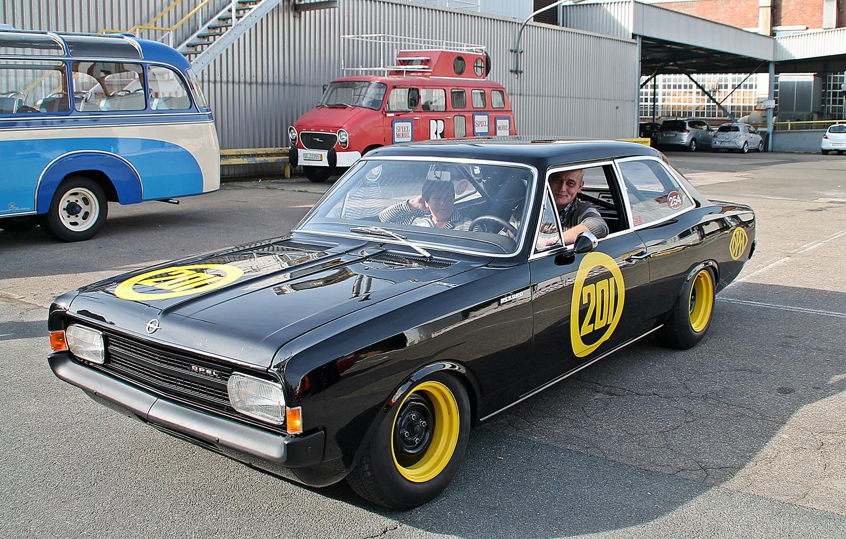Besuch der Opel-Klassik-Werkstatt (5)