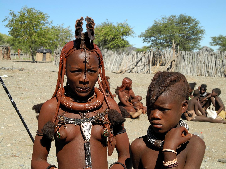 Besuch in einem Himba Dorf in Namibia