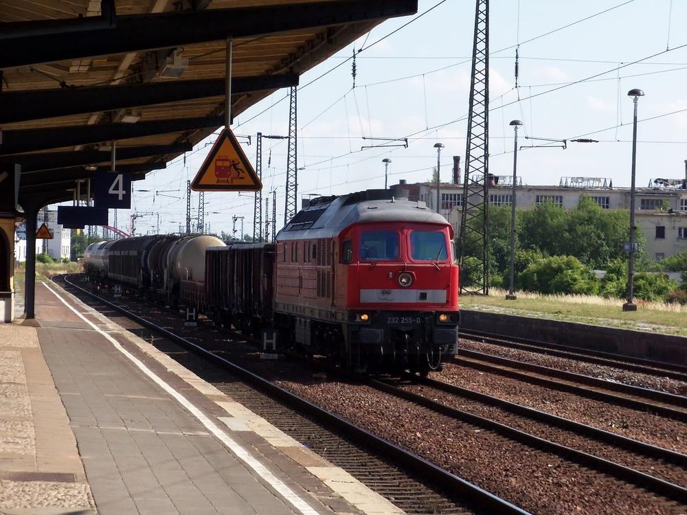 Besuch von 232 - 255 - 0 im Bahnhof Köthen