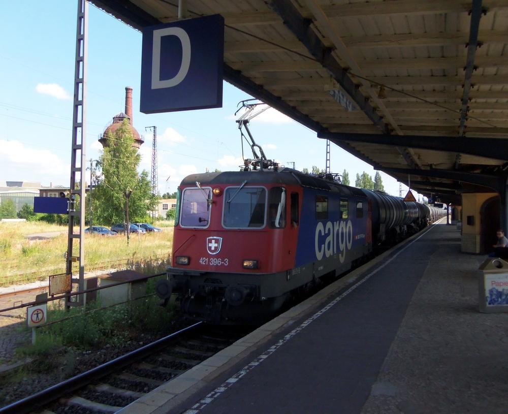 Besuch von 421 396 - 3 im Bahnhof Köthen