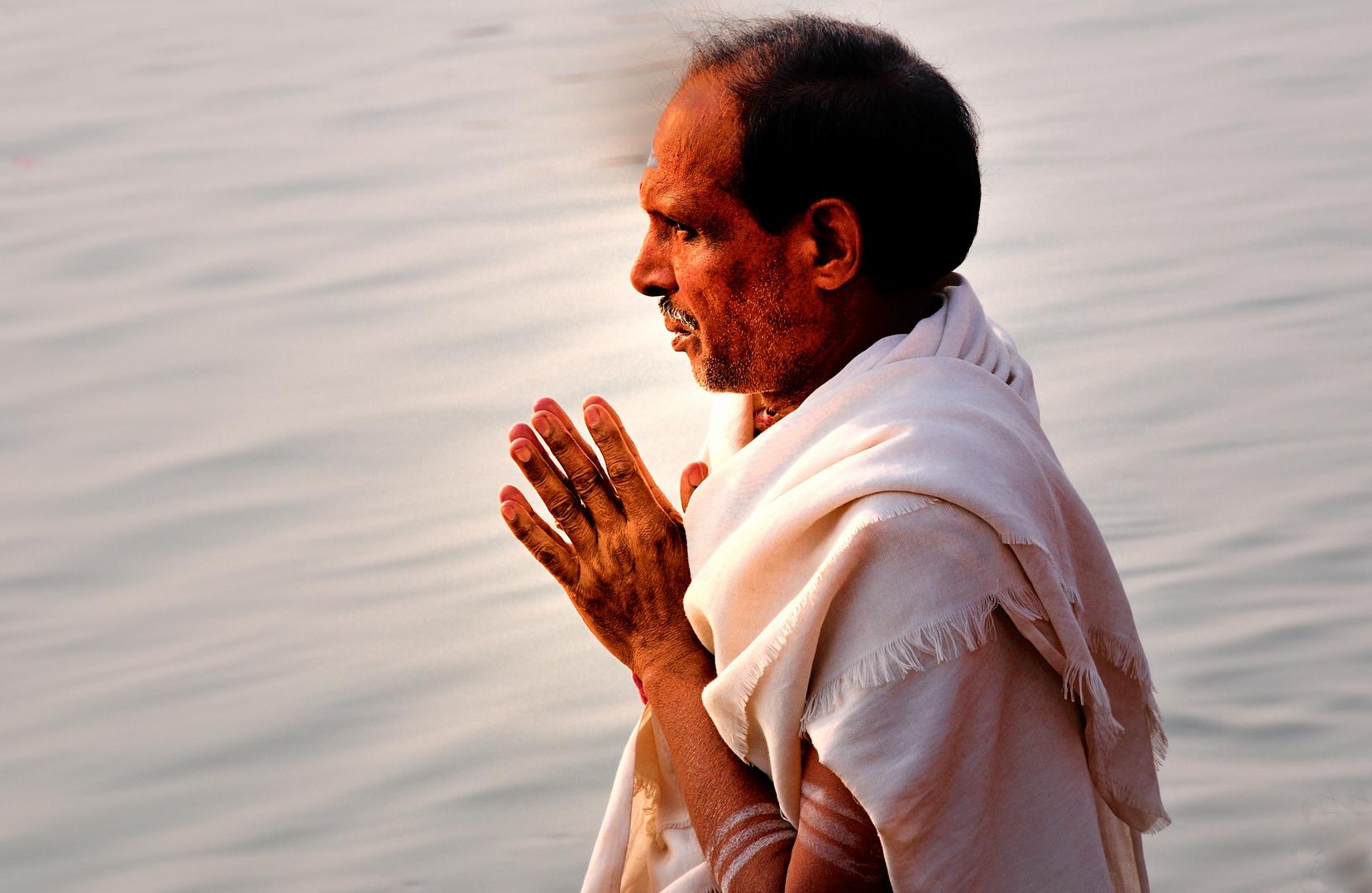 Beten im Ganges
