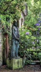Betende [Alter Harburger Friedhof]
