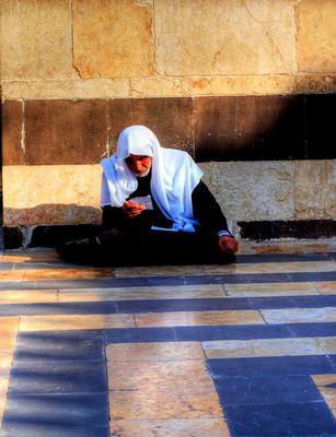 Betender im Hof der Omajadenmoschee Aleppo