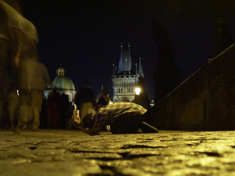Bettler auf der Prager Karlsbrücke