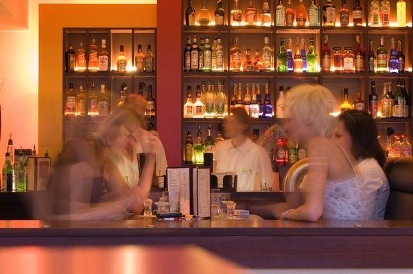 Bewegung in der Bar
