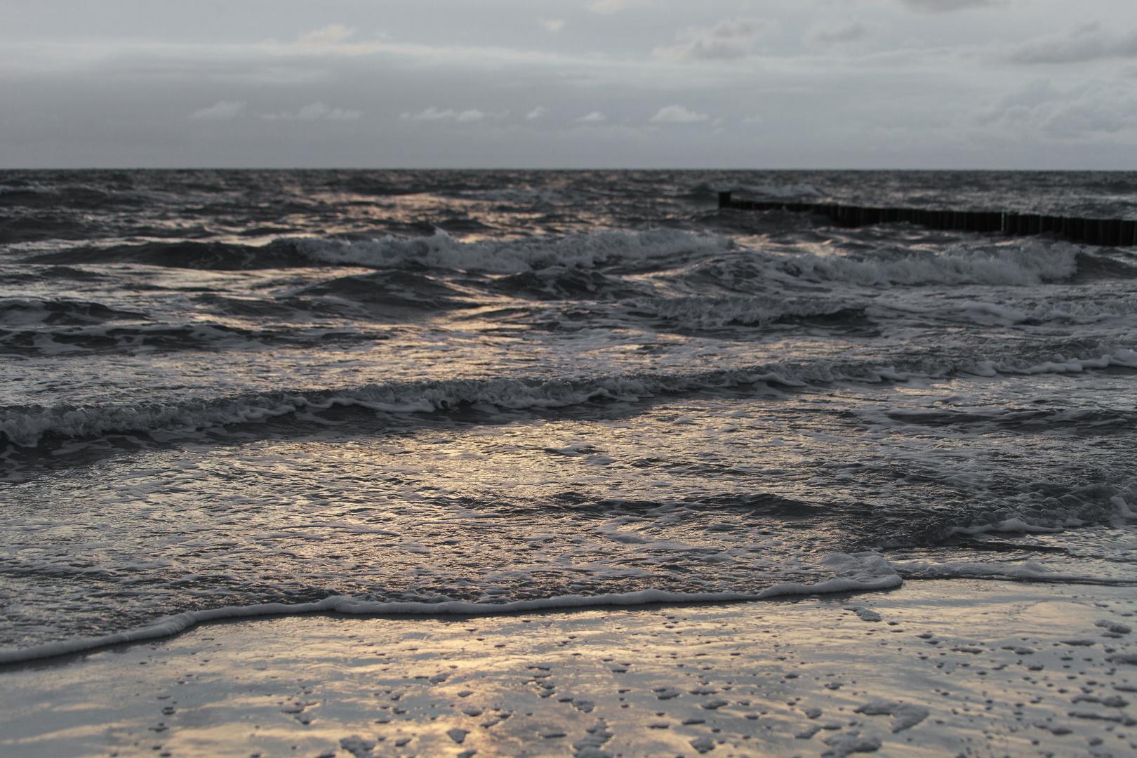 Bewölkte Ostsee am Abend