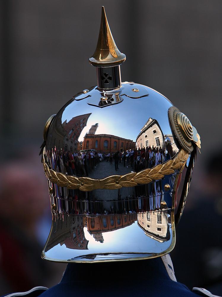 bewunderter Helm...