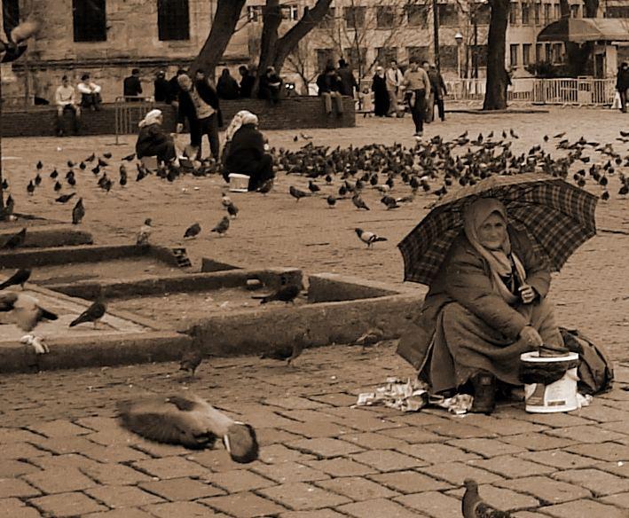 Beyazid Meydani'nda Ekmek Teknesi