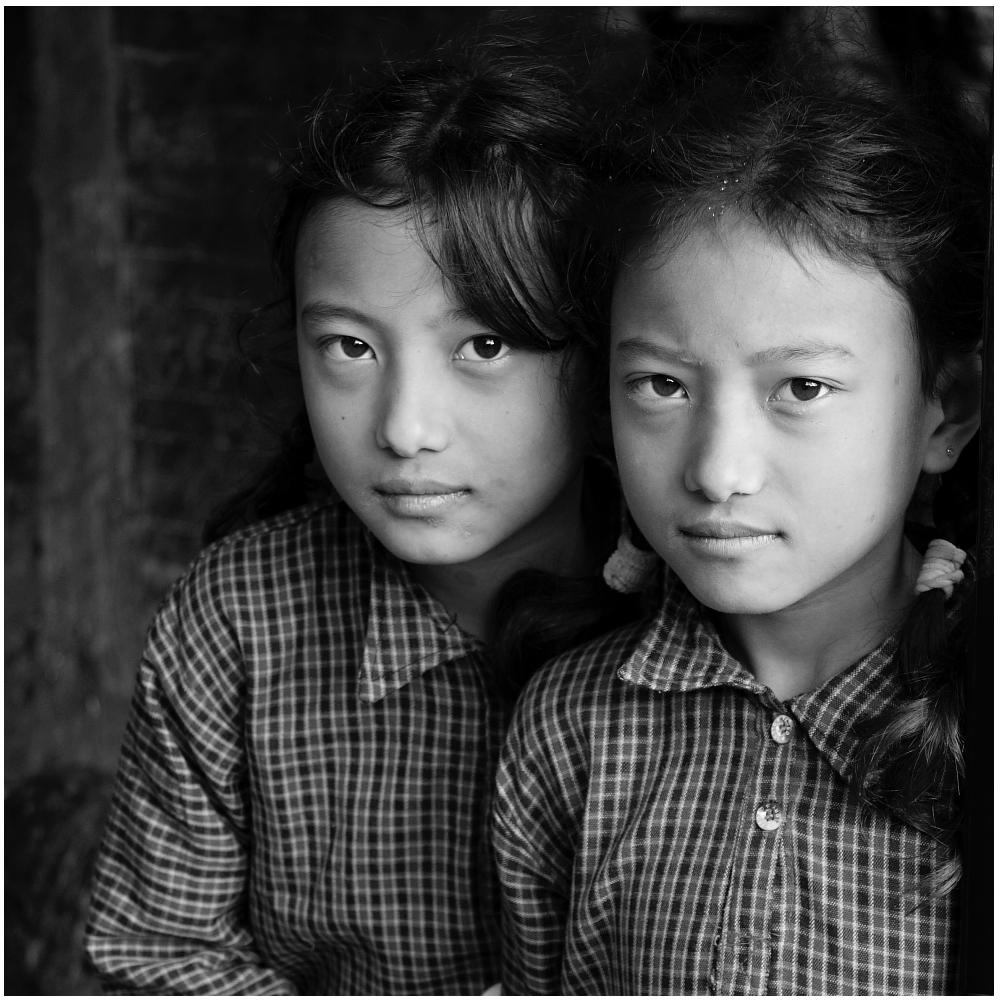 Bhaktapur Portrait Geschwister s/w 01