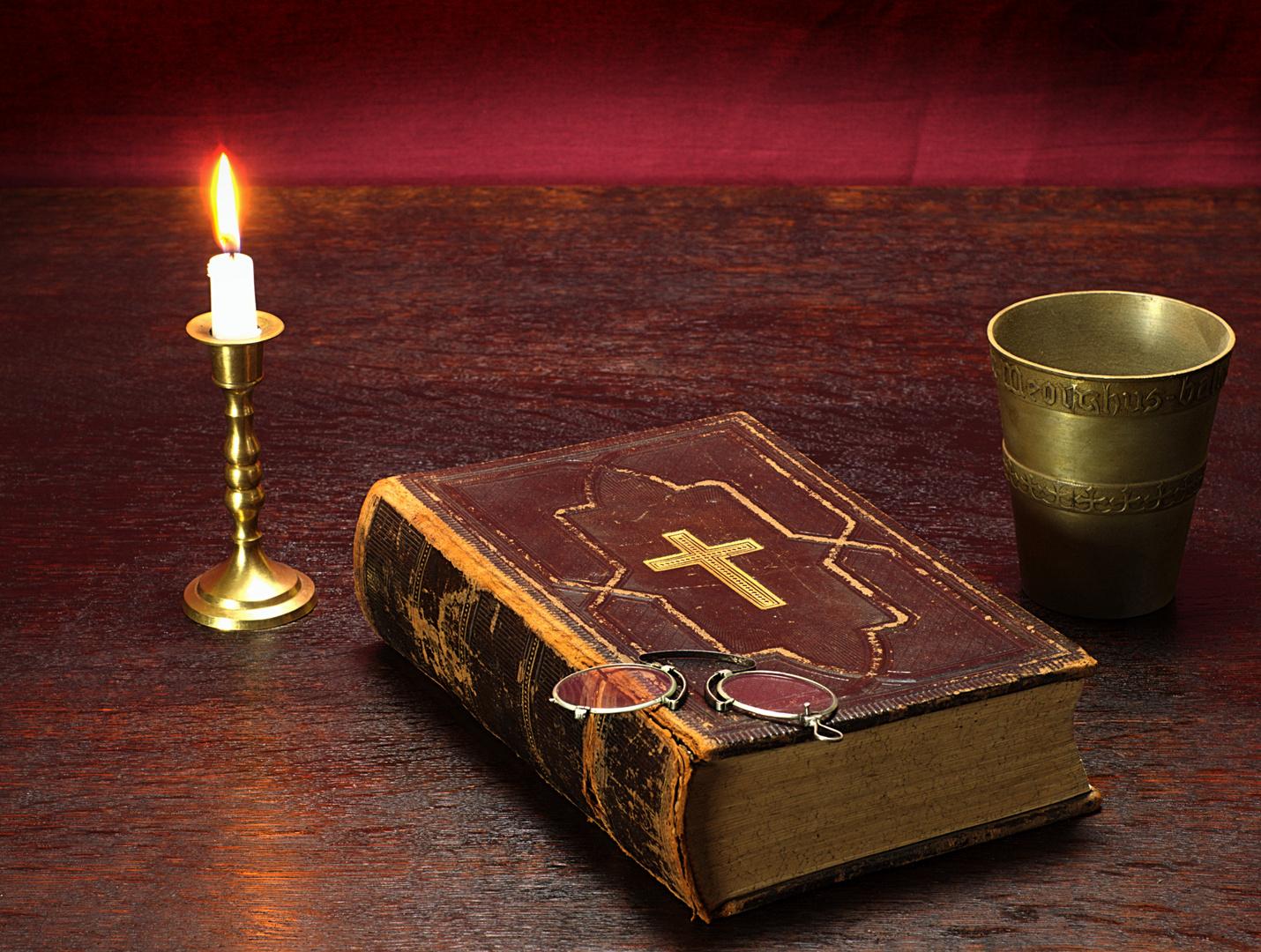 Bibel-Stillleben