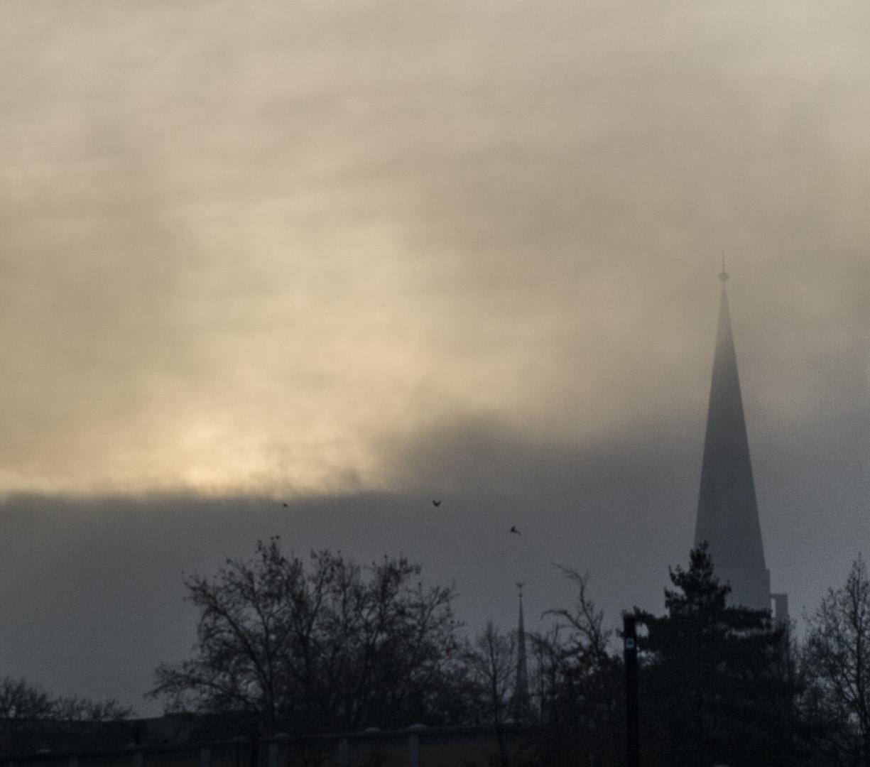 Bielefelder Kirchturm im Nebel