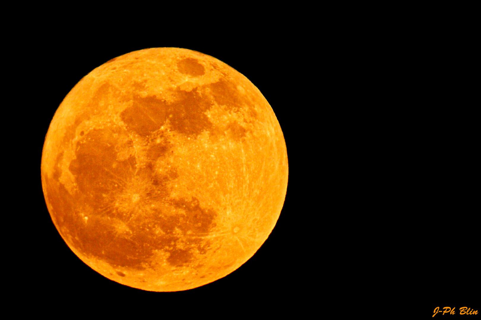 Bientôt la Lune rousse...