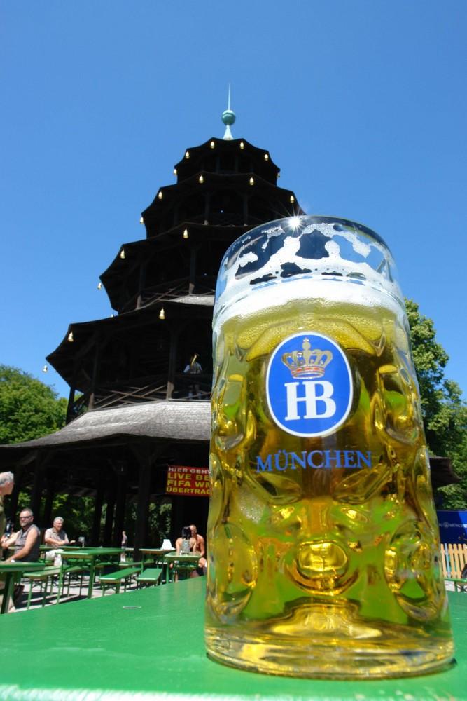 Bier am chinesischen Turm im englischen Garten