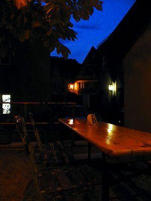 Biergarten am Abend