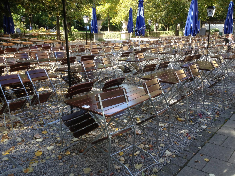 Biergarten in München vor dem großen Ansturm