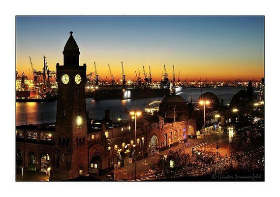 Big Ben an den Landungsbrücken Hamburg