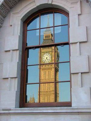 Big Ben im Fenster