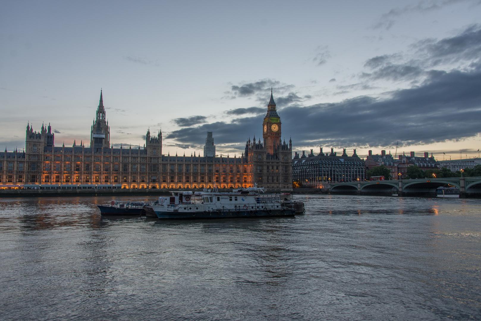 Big Ben in der Blauen Stunde